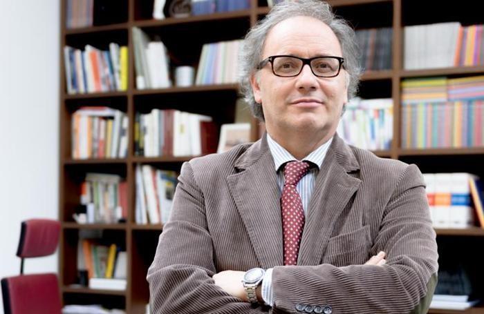 Il direttore Giorgio Gandola nello scatto realizzato per la campagna abbonamenti