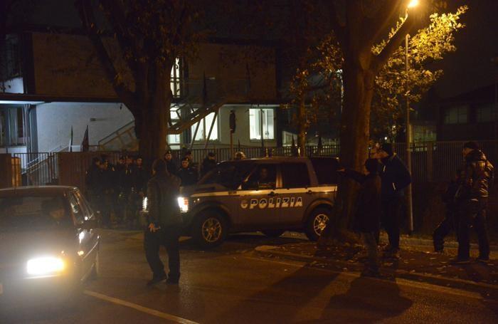 Mobilitazione della polizia davanti al carcereBeppe Bedolis