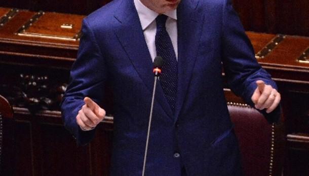 Renzi, sviluppo per far sorridere poveri