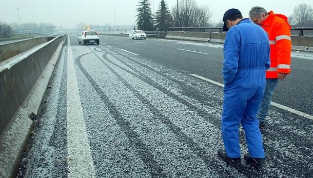 Maltempo: nevica su 700 km autostrade