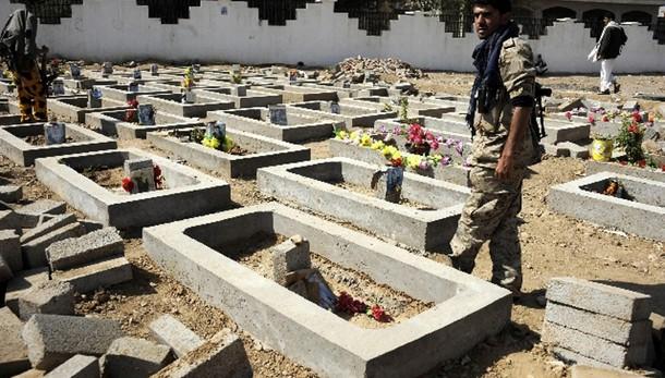 Yemen, kamikaze uccide almeno 33 sciiti