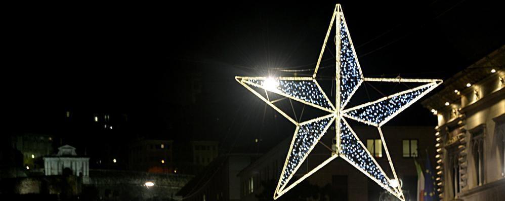 L'albero di Natale della solidarietà vi aspetta tutti lungo il Sentierone
