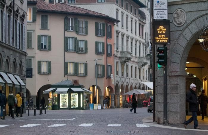 La Ztl in piazza Pontida