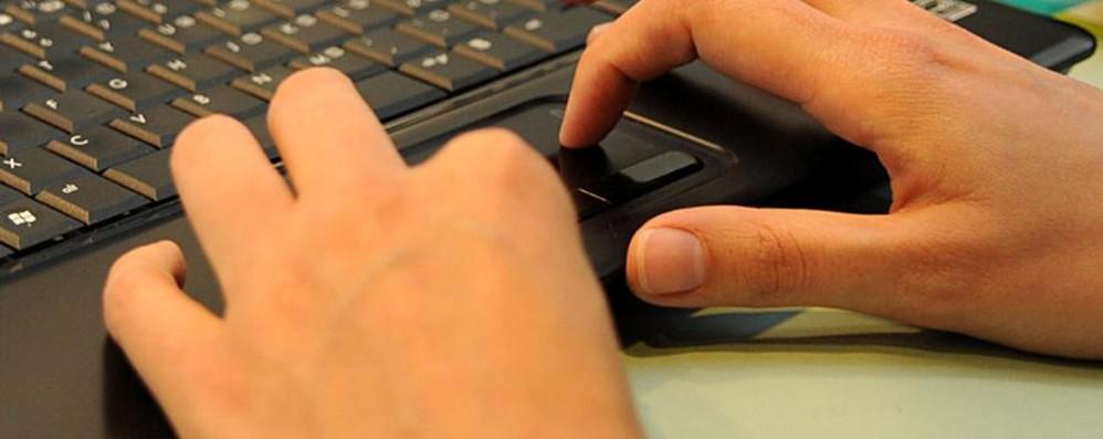 I ladri vi spiano on line (e viceversa) La lotta al crimine diventa social