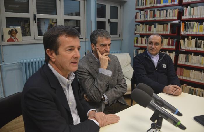 La conferenza stampa di Gori con il preside e il parroco