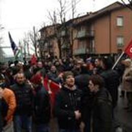 Caravaggio, è il giorno della protesta  In 150 al corteo ex Invernizzi