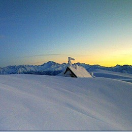 Rifugio Benigni, 7 metri di neve  La webcam svela il primato