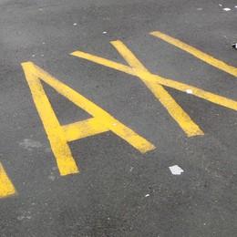 «I tassisti offrono lo sconto?  Attenzione a costi e sorprese»