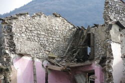 La casa crollata a Gandino
