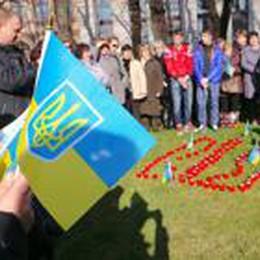 Gli immigrati ucraini a Bergamo  ricordano gli eroi morti in patria