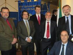La foto di gruppo scattata al termine della «conviviale»: a destra, in piedi, Alexander Kirienko, davanti al quale, su sedia a rotelle, è Renato Mongiu