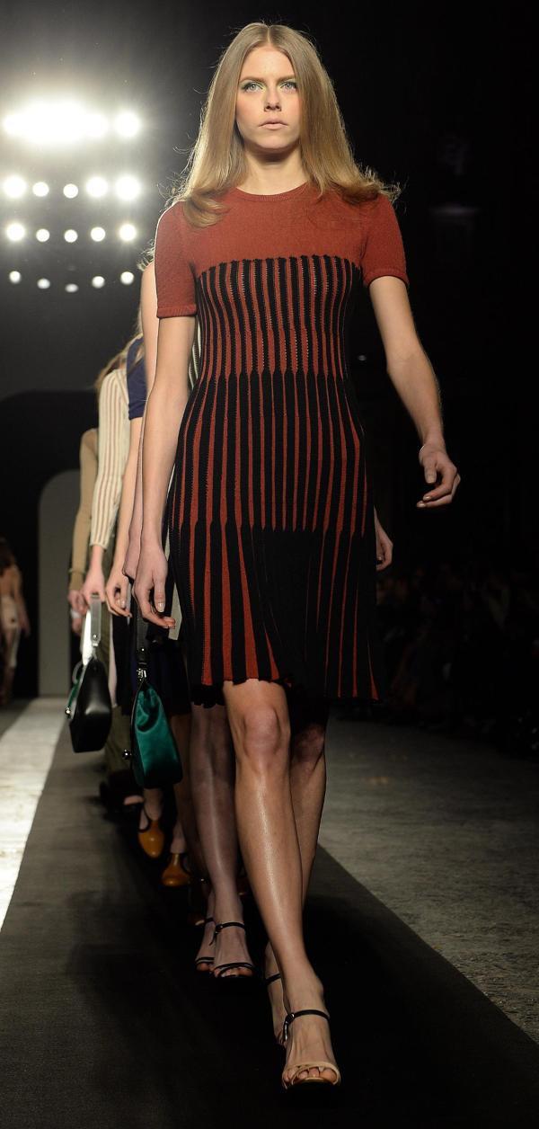 sports shoes c0a9d bf2bc Krizia, Incontri e Gregis a Milano tra plissé e modelli ...