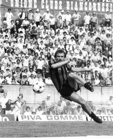 Ezio Bertuzzo in azione contro il Vicenza in una partita di Serie C