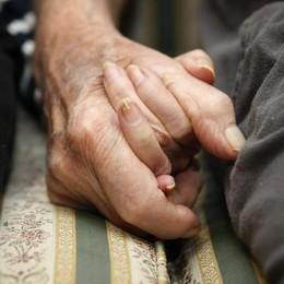 Alzheimer, un aiuto  a famiglie e operatori