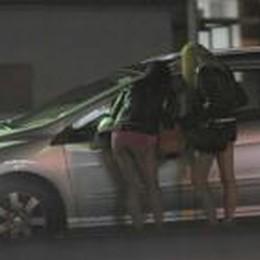 C'è la polizia, i clienti scappano  Le multe soltanto alle  prostitute