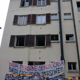 «Basta persone senza casa»  Parlano gli occupanti di via Grigna