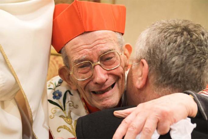 La commozione del cardinale Loris Capovilla subito dopo la cerimonia