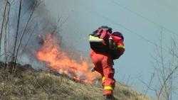 Gli uomini dell'antincendio boschivo in azione