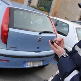 Strisce blu, si paga comunque  A Bergamo non vale la regola nazionale