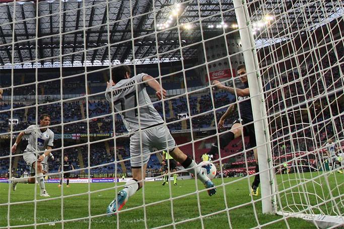 Il gol fallito da Icardi con il salvataggio di Raimondi