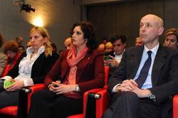 Da sinistra, gli assessori Claudia Maria Terzi (Ambiente, Energia e Sviluppo sostenibile), Cristina Cappellini (Culture, Identità e Autonomie) e Alberto Cavalli (Commercio, Turismo e Terziario) alla tavola rotonda