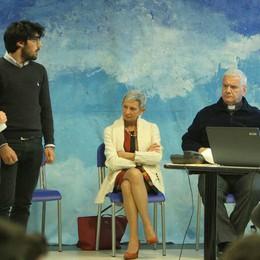Il vescovo Beschi agli studenti  «Il volontariato è uno stile di vita»