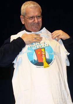 Il vescovo con la maglia del Cre