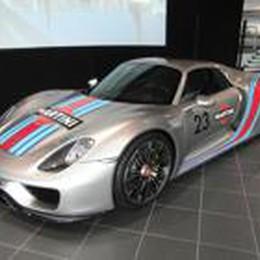 Porsche 918 Spyder  887 cavalli green