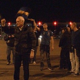 Fuori dall'autostrada c'è la festa  I tifosi accolgono l'Atalanta