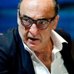 Haber a Bergamo interpreta Craxi  «Che fine ha fatto la mia fidanzatina?»
