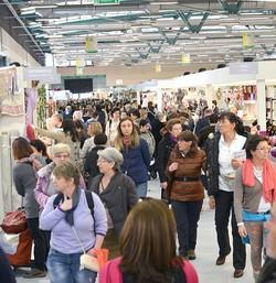 Folla di visitatori a Creattiva