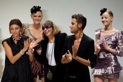 La stilista Mariuccia Mandelli (Krizia) dopo una sfilata di moda