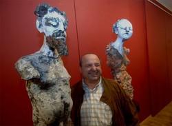 Carlo Previtali tra le sue scultore