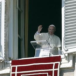 Un pensiero speciale a Curno  Angelus, il Papa saluta Bergamo