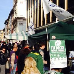 Ai referendum della Lega  15.000 firme in due giorni