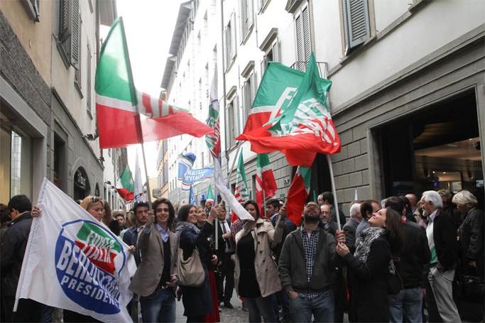 Il popolo del centrodestra in via Sant'Orsola