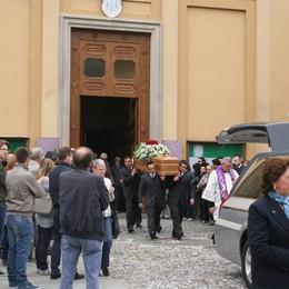 Il ciclista morto fra Alzano e Nese  Una folla commossa ai funerali