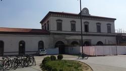 La facciata della stazione senza i ponteggi