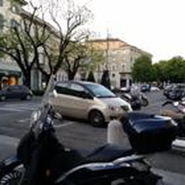 Ci casca anche il vicesindaco Ceci  L'auto parcheggiata in divieto