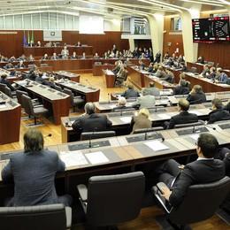 Lombardia autonoma, votati gli odg  Ma le minoranze abbandonano l'aula