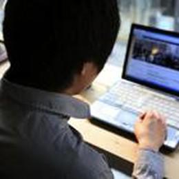 Minaccia di mettere sul web  foto di minore nuda: denunciato