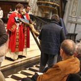 «Dalla Croce messaggio d'amore»  Stasera veglia pasquale in Cattedrale