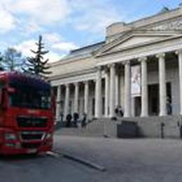 I quadri della Carrara a Mosca  dopo 7 giorni di camion e nave