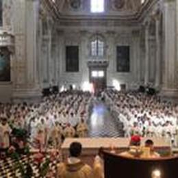 Sempre più bergamaschi in crisi  Il vescovo chiede aiuto ai sacerdoti