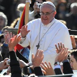 Papa Francesco come Papa Roncalli  E un saluto che sempre sa stupire