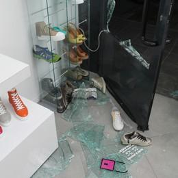 Spaccata in boutique a Trescore Spariti 40 mila euro di capi griffati