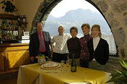 Da sinistra, Carobbio, Maurizio, Pasquina, Wilma e Renata Dentella.