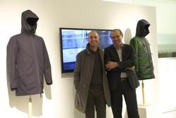 Da sinistra Moreno Ferrari e Flavio Forlani con il capo Serio, in esposizione al Fuorisalone.