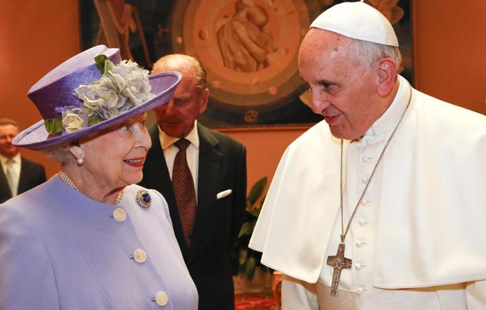 La Regina Elisabetta Con Papa Francesco Faccia A Faccia Low Profile Galleria Fotografica L Eco Di Bergamo Notizie Di Bergamo E Provincia