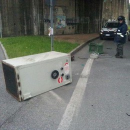 La cassaforte persa per strada  Niente furto: proprietario trovato
